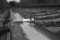palący się papieros