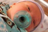 niemowlak ze smoczkiem