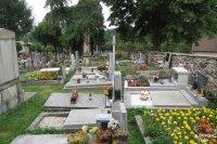 Nagrobki na cmentarzu