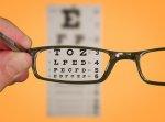 patrzenie na tablcę przez okulary